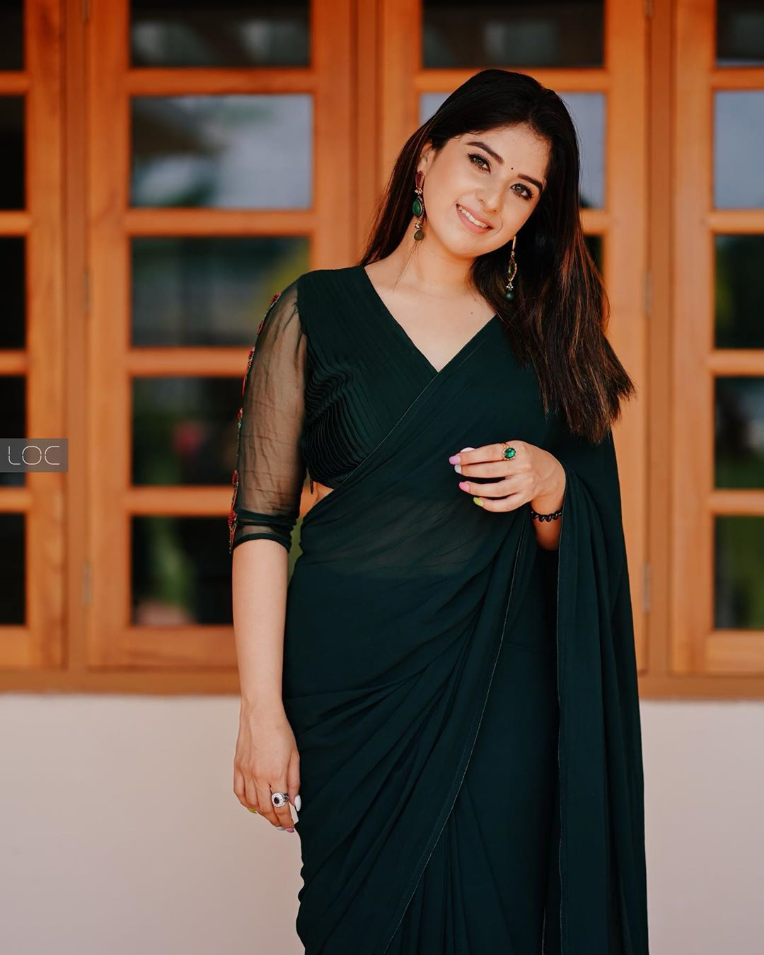 South Actress Aparna Thomas Black Saree Photoshoot Photos Hd Images Pictures Stills First Look Posters Of South Actress Aparna Thomas Black Saree Photoshoot Movie Mallurepost Com