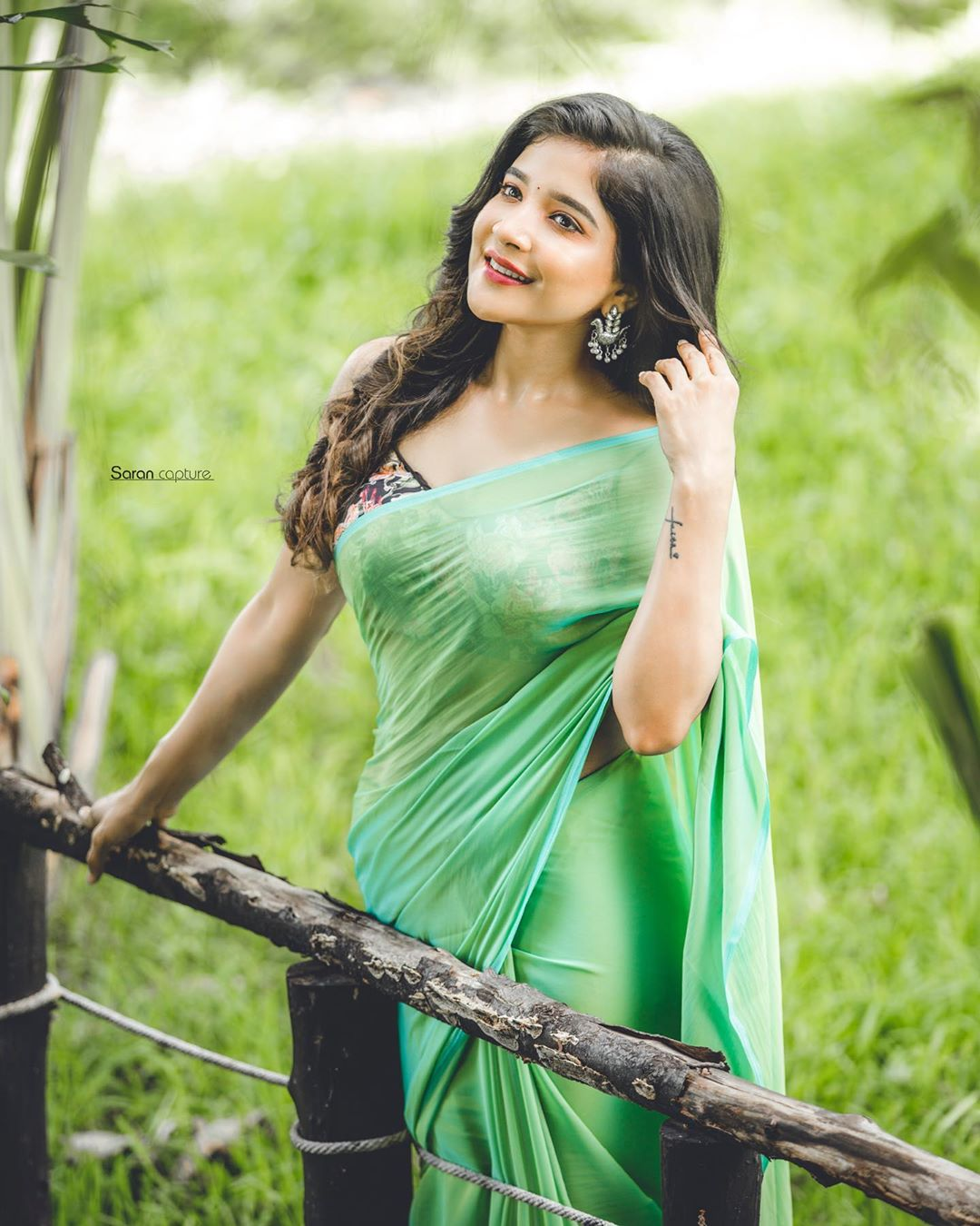 South Indian Actress Sakshi Agarwal Exposing Hot In Green Saree Photos Hd Images Pictures Stills First Look Posters Of South Indian Actress Sakshi Agarwal Exposing Hot In Green Saree Movie Mallurepost Com