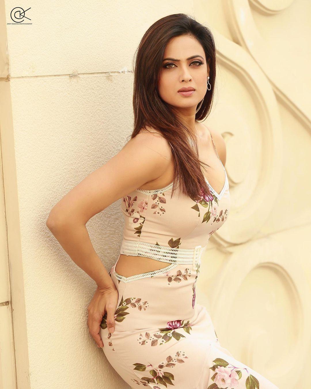 Bollywood actress stylish hot photos Shweta Tiwari looking very attractive and spicy photoshoot 35127