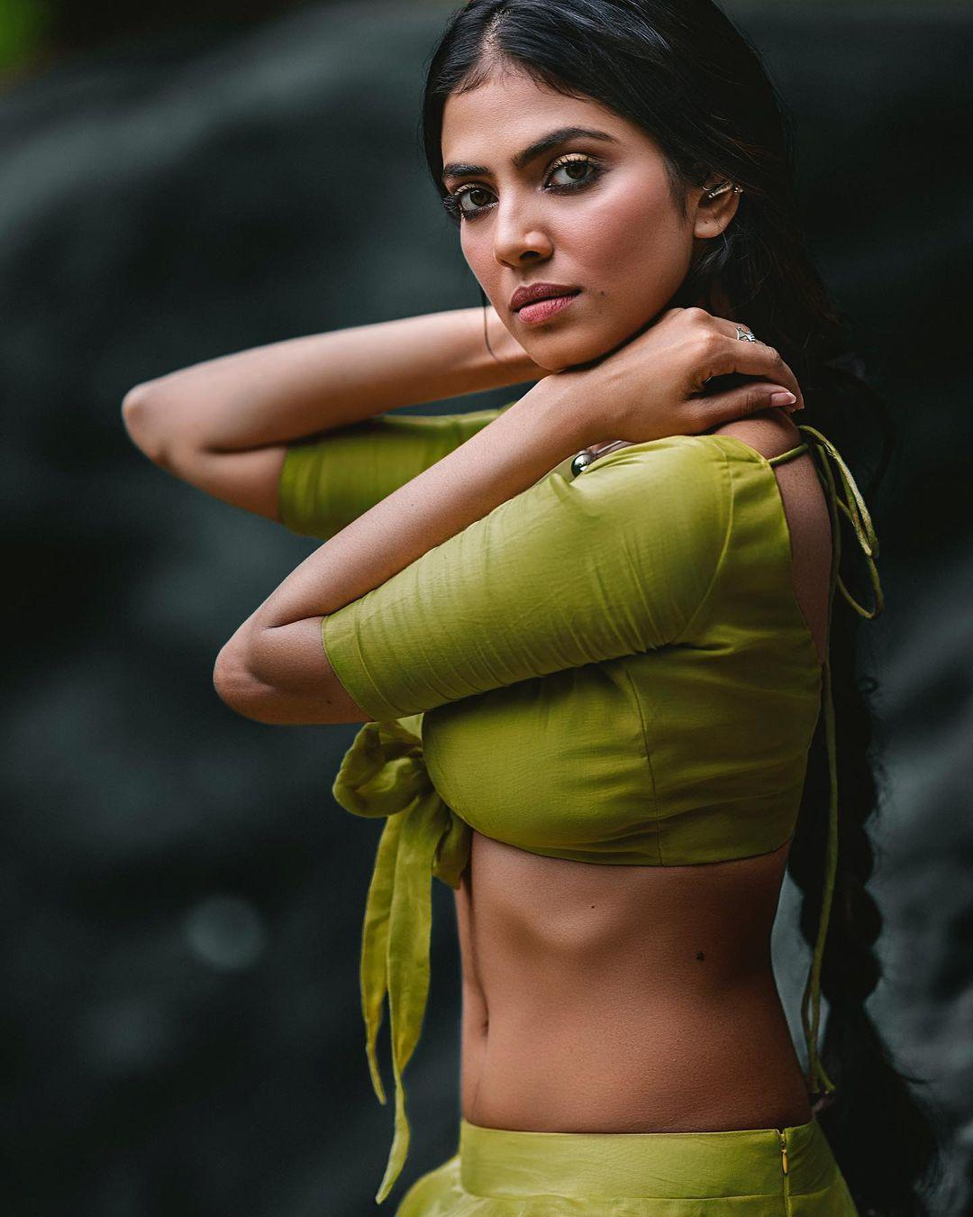 South Indian Actress Hot Cleavage Photo Gallery Malavika Mohanan Exposing Hot Photos Gallery Photos Hd Images Pictures Stills First Look Posters Of South Indian Actress Hot Cleavage Photo Gallery Malavika
