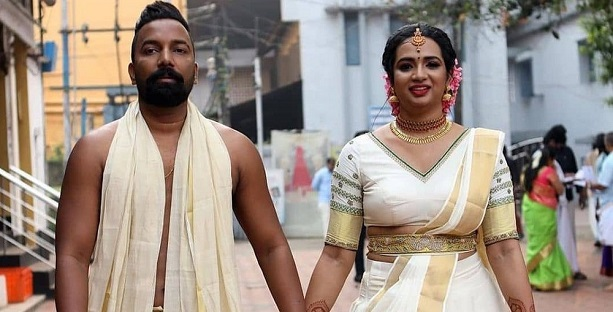 Kudumbavilakku's Vedhika aka Saranya Anand tied the knot with Manesh Rajan.
